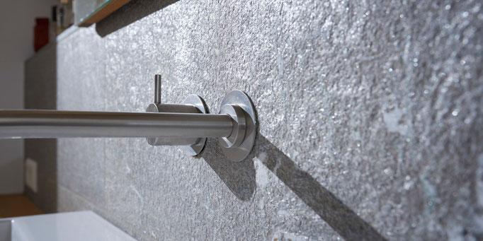 Fliesenlegerfachbetrieb Fliesenfachgeschäft Matthias Raisch Referenzen: Natursteinplatten - Detail Wasserhahn