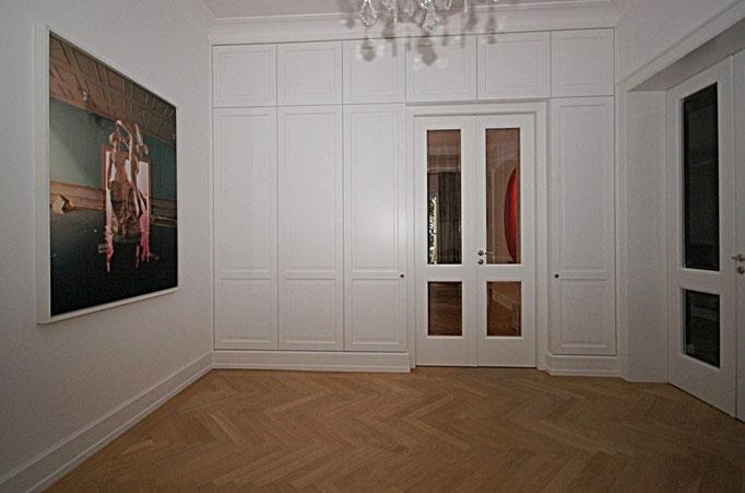 Einbauschrank im Foyer in Strichlack