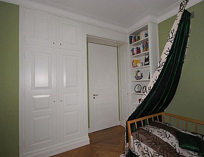 Einbauschrank mit Zimmertür in Strichlack