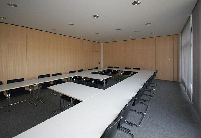 IHK in Weingarten Akustik-Wandverkleidungen in Ahorn furniert