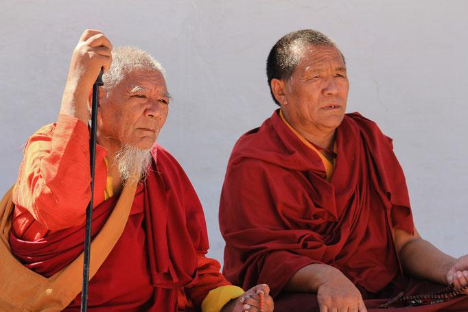 Mönche am Großen Stupa in Boudha