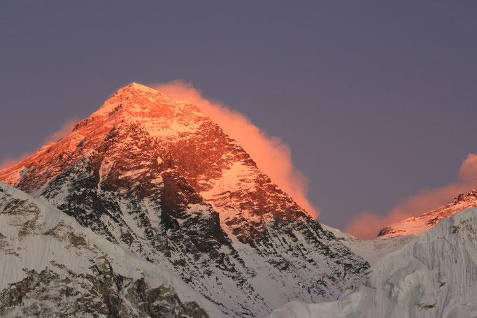die letzten Sonnenstrahlen am Mt. Everest (8848m über NN)