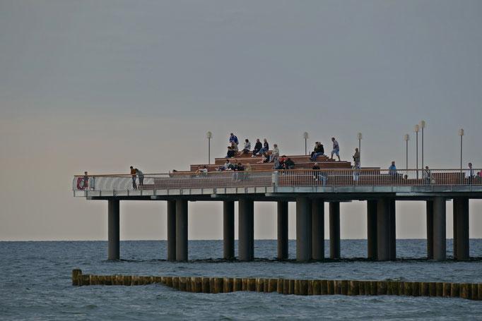 Treffpunkt: Sonnenuntergang an der neuen Seebrücke