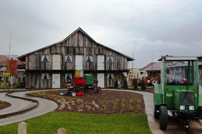 Mit dem Bauernporsche unterwegs-Karls Traktorbahn
