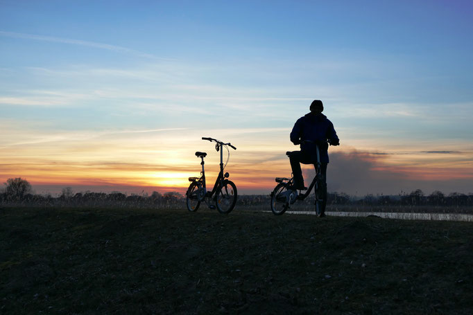 Fahrradtour im Sonnenuntergang
