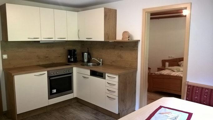 Die Küche ist ausgestattet mit Spülmaschine, Backofen und Herd mit 4 Platten, Wasserkocher, Toaster, Kaffeemaschine.