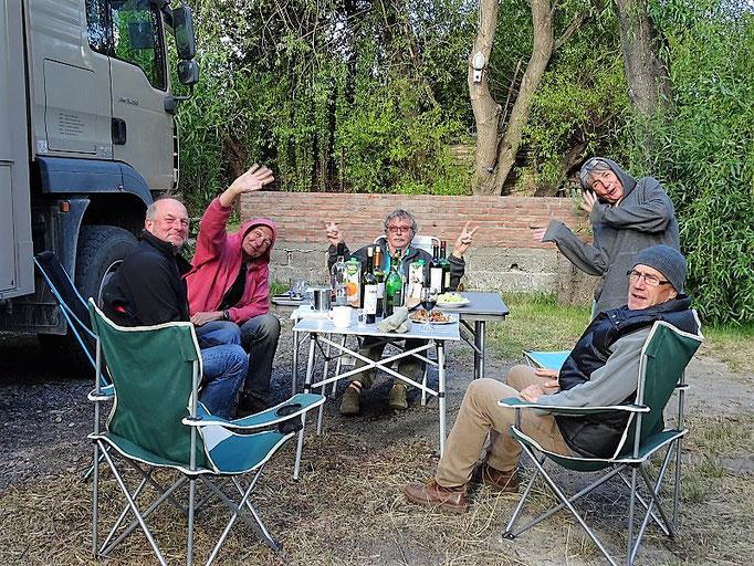 Apéro vor dem Grill mit Kay, Marcel, Bruno, Vero und Roby