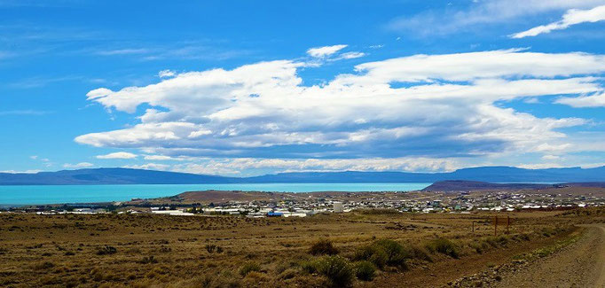 El Calafate mit dem Lago Argentino im Hintergrund