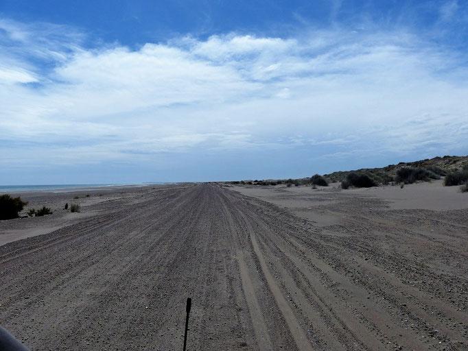 Auch auf der Strasse liegt immer mehr Sand