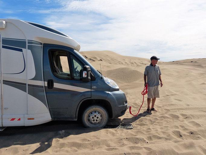 Und hier war es dann etwas zuviel - Ursi fährt den Camper in den Sand :o((