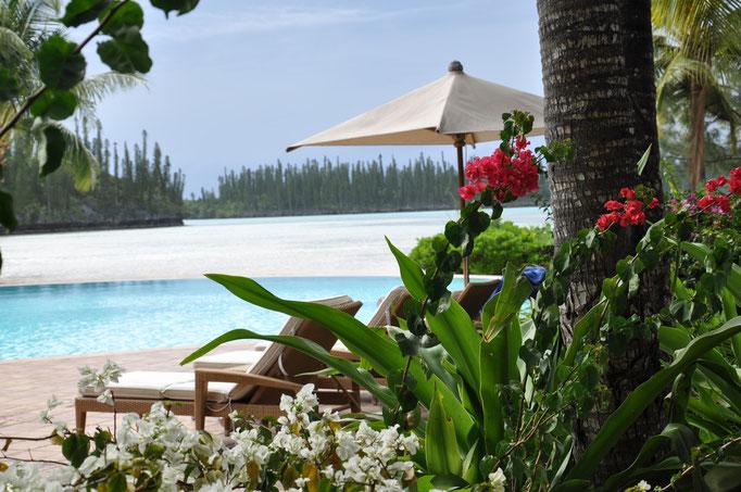 piscine à debordement sur la baie d'Oro au Meridien