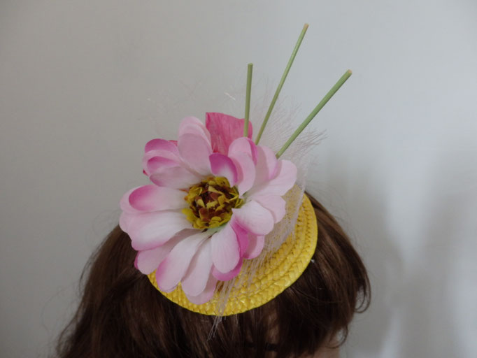 Bibi fleur rose sur paille jaune AB14