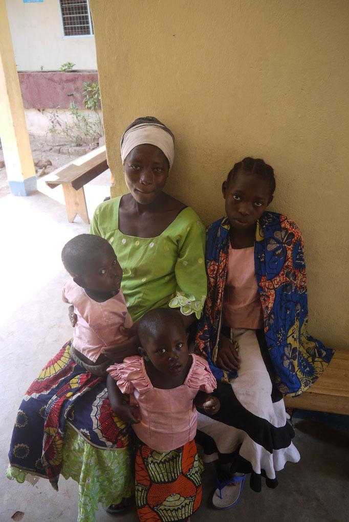 viele Kinder werden mit Wurmerkrankungen oder mit Malaria behandelt