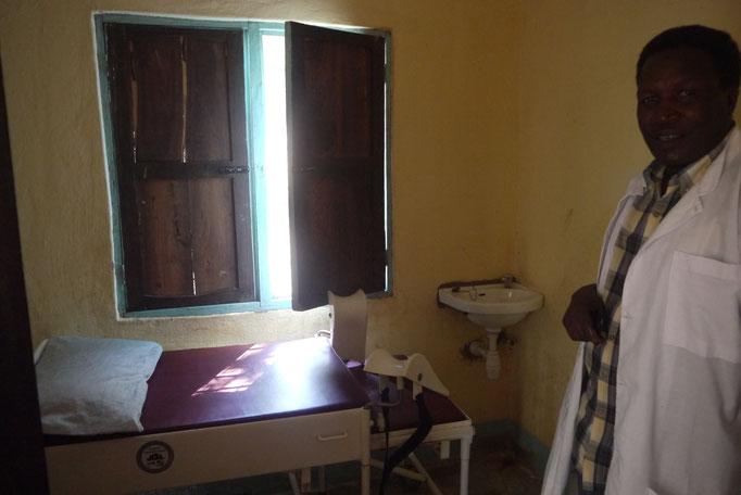 ein alter Gynokologiestuhl steht für schwierige Geburten zur Verfügung