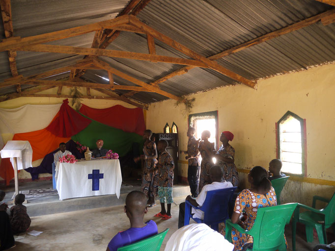 ein Gottesdienst in der kleinen anglikanischen Kirche....