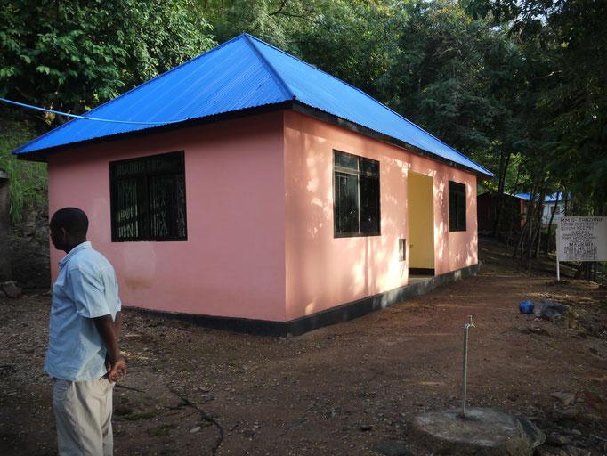 Das neue Bettenhaus entlastet die Gesundheitsstation in Bugamba. Dafür sind auch neue Räume für das Labor entstanden.