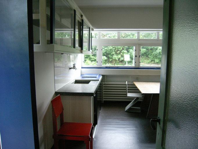 2階居間・食堂 窓左手に昇降器