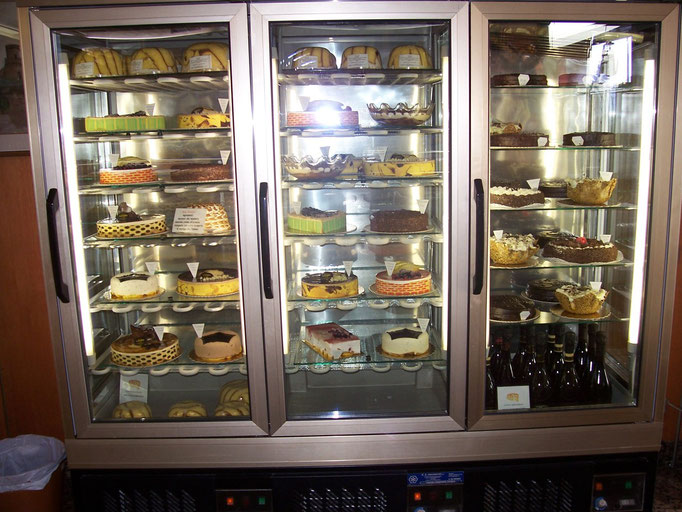La vetrina delle Torte Fresche e dei Semifreddi Peschiera