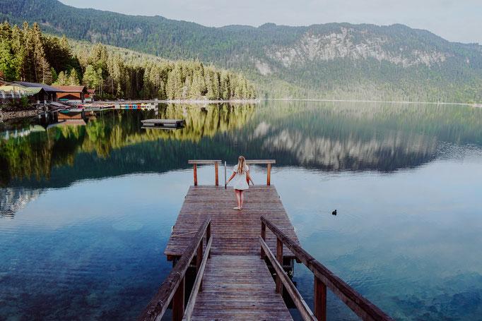 Ihr möchtet ein Wochenende am Eibsee verbringen? Hier erfahrt ihr alles über das Eibsee Hotel, Übernachtungen, Anfahrt mit dem Auto und Eibsee Wanderung. Außerdem findet ihr die besten Instagram Spots und Foto Spots am Eibsee in Grainau bei Garmisch.