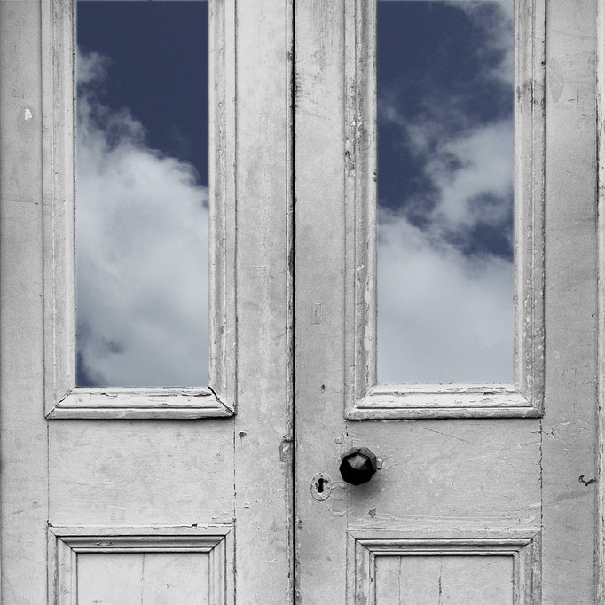 HInter dieser Tür ...   2004 | 28 x 28 cm