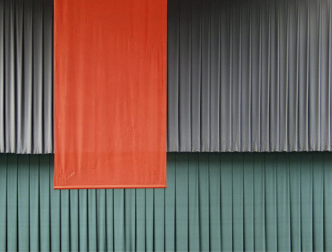 rotes Tuch [bei Bedarf]   2004 | 37 x 28 cm