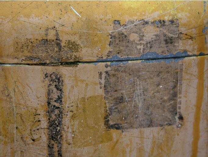 Abstraktum auf Mülleimer   2006 | 28 x 28 cm