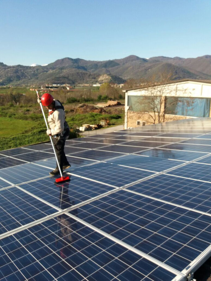 Pulizia pannelli solari di impianto fotovoltaico - Piemonte - CN