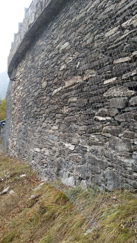 Contenimento di muro a secco sotto sede stradale, mediante reti tirantate - Piemonte - (CN)