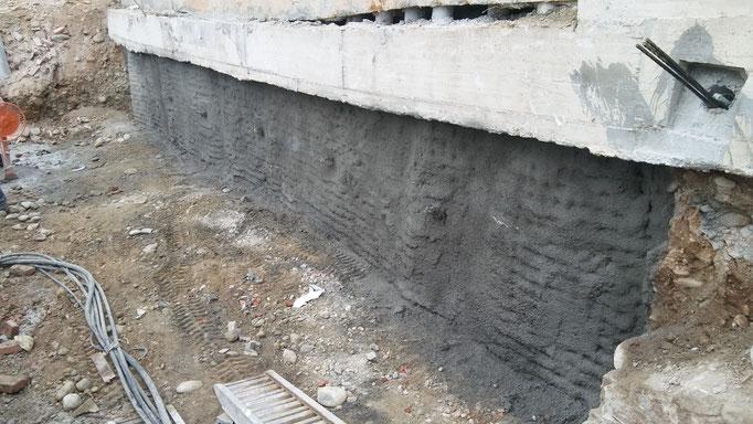 Realizzazione berlinese tirantata in ambienti confinati e successiva applicazione di spritz beton - Piemonte - CN