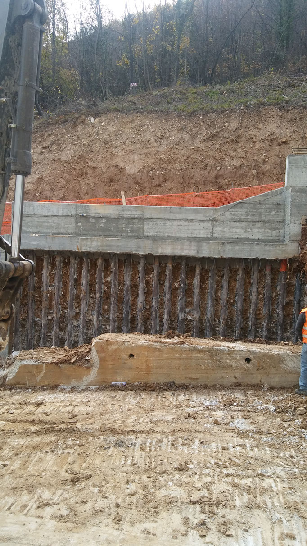 Realizzazione di berlinese tirantata per permettere scavo di 10 mt in totale sicurezza - Piemonte - Provincia di Cuneo