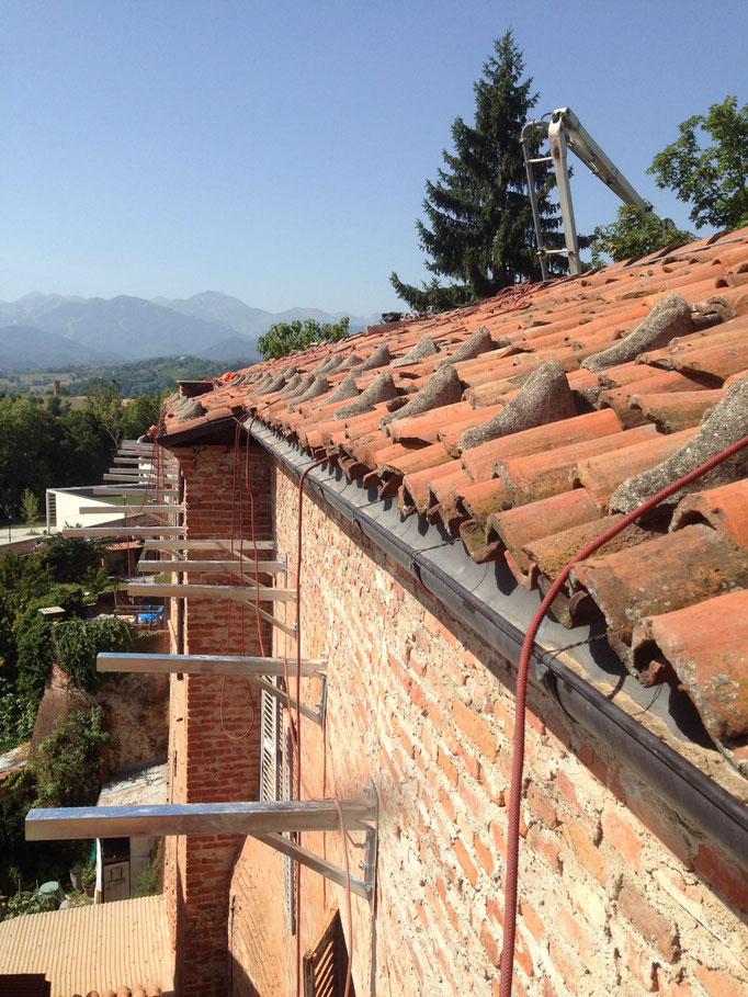 Realizzazione di parapetto mediante lavoro in fune e installazione di linea vita provvisoria - Piemonte - Provincia di Cuneo