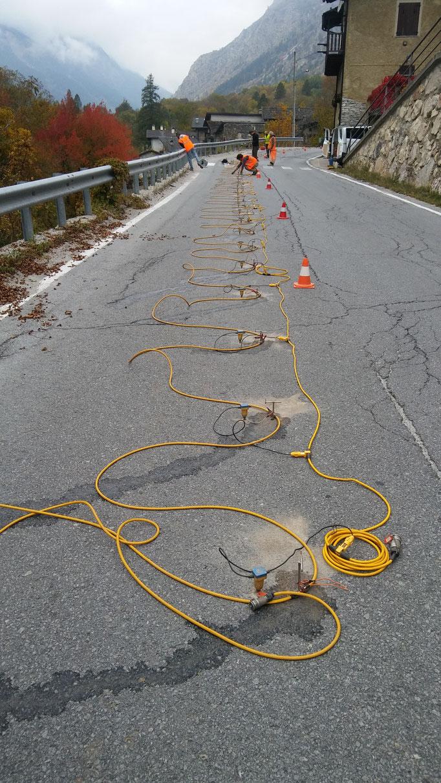 Contenimento di muro a secco sotto sede stradale, mediante reti tirantate- Piemonte - (CN)