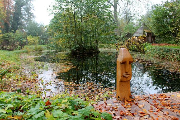 Herbstliche Idylle am Gartenteich im Hof Achtern Hagen