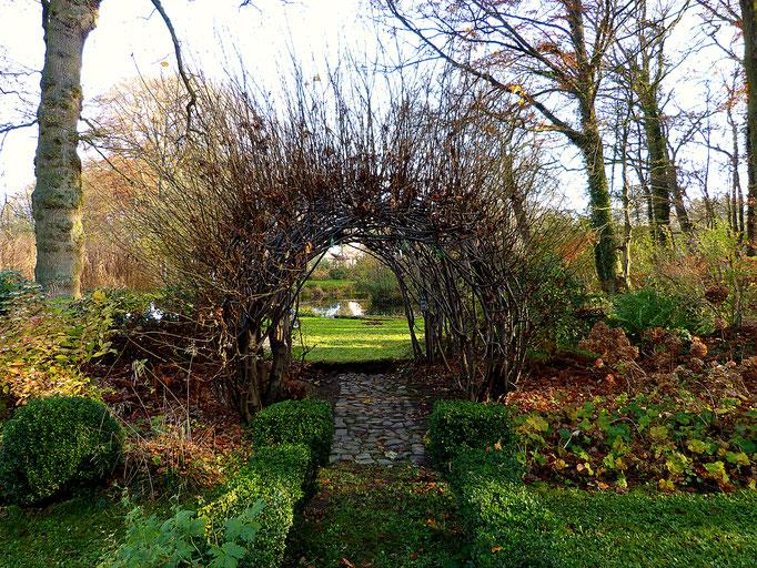 Der Schritt hinaus in den Garten des Hof Achtern Hagen