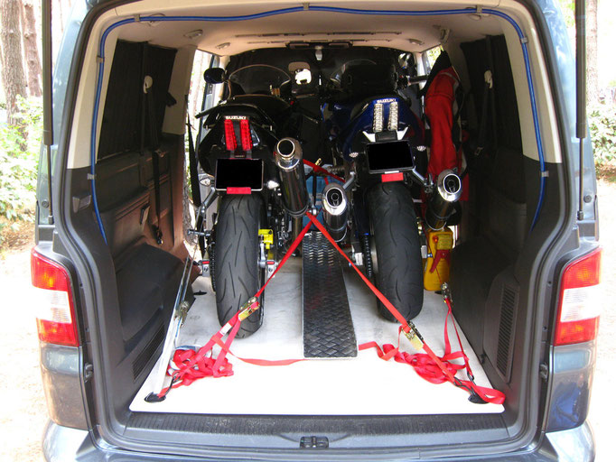 bis zu drei Motorräder