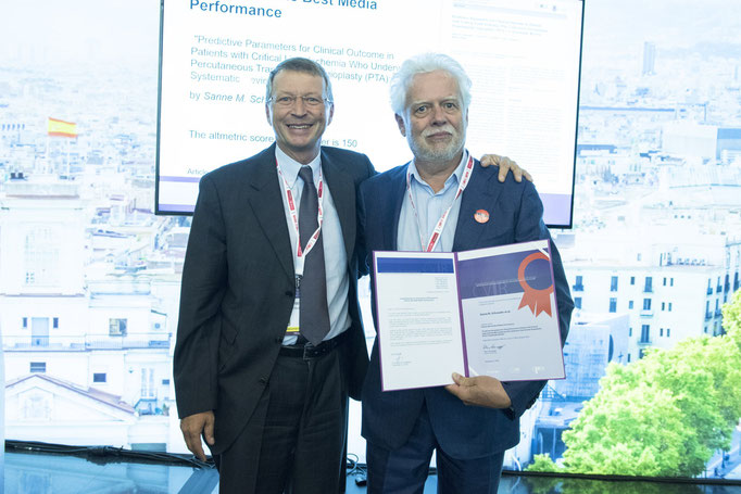 Article with the Best Media Performance, from left to right: K. Hausegger (CVIR EiC) and J. Reekers (who collected the award on behalf of Sanne M. Schreuder)