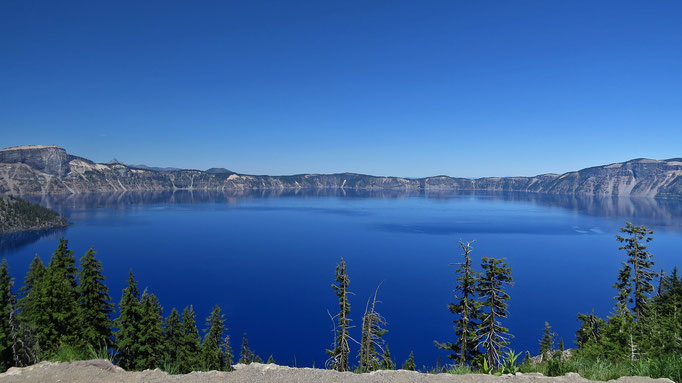 Crater Lake - ein mit Wasser gefüllter Vulkankegel