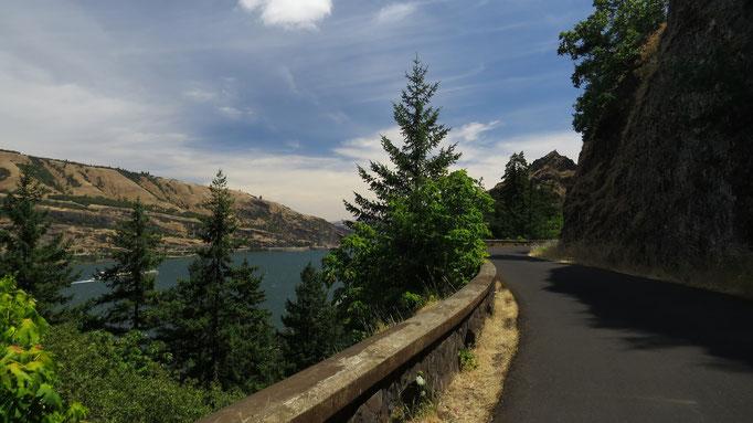 entlang des Columbia River auf dem Historic Columbia River Highway, hier auf einem autofreien Stück