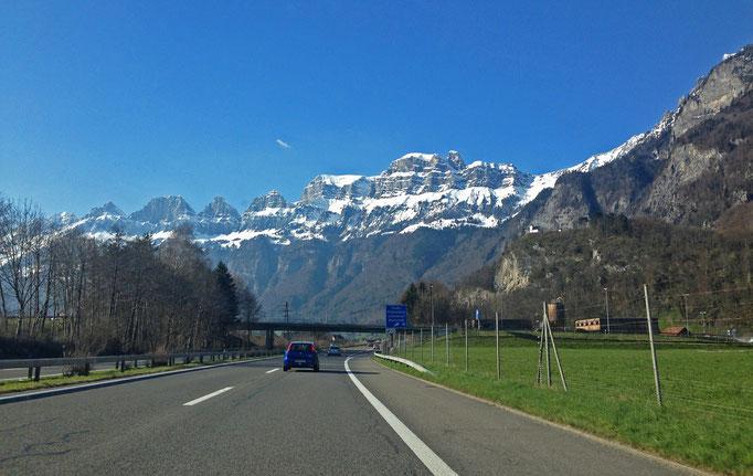 Die Churfirsten am Dienstag auf dem Weg nach Zürich