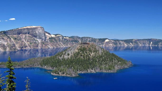 Crater Lake besitzt weder Zuflüsse noch Abflüsse, alles Wasser stammt von Regen oder Schnee