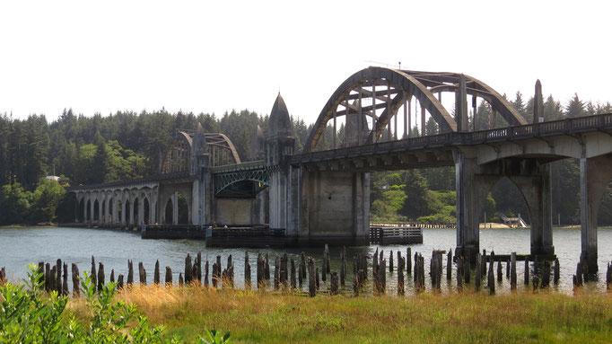 Brücke bei Florence an der Küste Oregons
