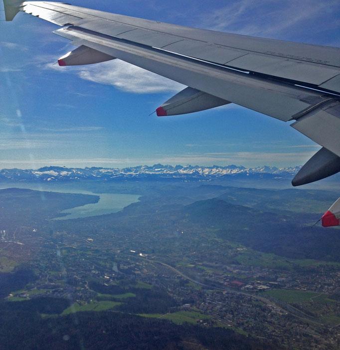 kurz nach dem Start - der Zürichsee und die Alpen