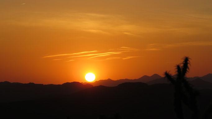 die harte Strecke zwang mich zum Wildcampen, belohnte aber mit diesem Sonnenuntergang / the tough route made me camp in the wild, but rewarded me with this sunset