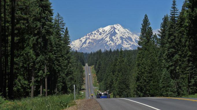Mount Shasta zeigt sich kurz