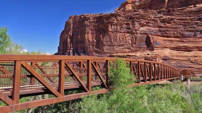 Fussgänger- und Velofahrerbrücke bei Moab