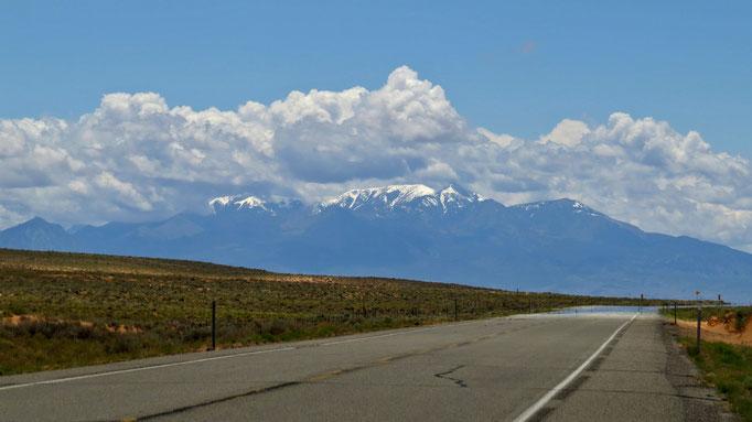 die Henry Mountains rücken näher