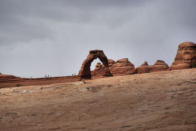 Delicate Arch vom Viewpoint aus gesehen