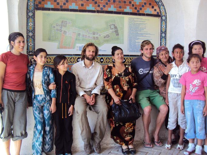 Arnau et François parmi des ouzbeks