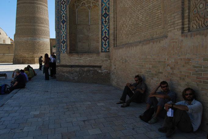 A l'abri du soleil à Boukhara