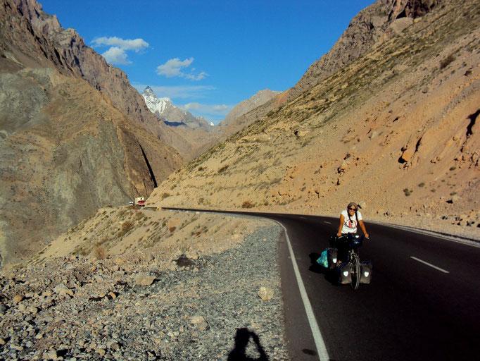 Nouvelle route pour Dushanbe, montée vers le tunnel de 5 km